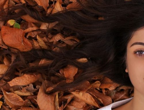 Caduta dei capelli in autunno: Perchè succede?